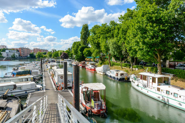 The marina of Joinville-le-Pont, in the inner suburbs of Paris, has a capacity of 70 boats including 56 permanent and 14 for the stopover Joinville-le-Pont, Val-de-Marne, France - June 6, 2017: The marina of Joinville-le-Pont, in the inner suburbs of Paris, has a capacity of 70 boats including 56 permanent and 14 for the stopover. marne stock pictures, royalty-free photos & images