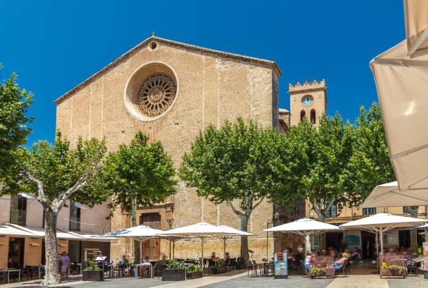 La place du marché Placa Major - Pollenca - Majorque - Photo