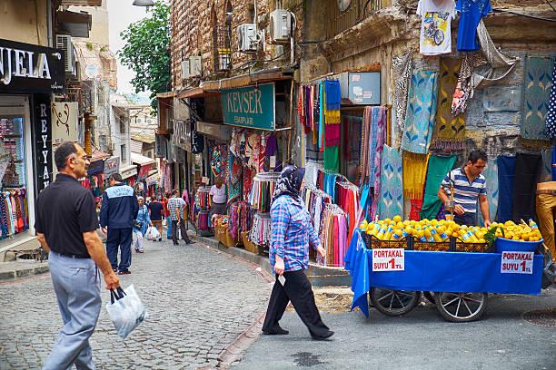 The market street  near Grand  Bazaar in Istanbul – Foto