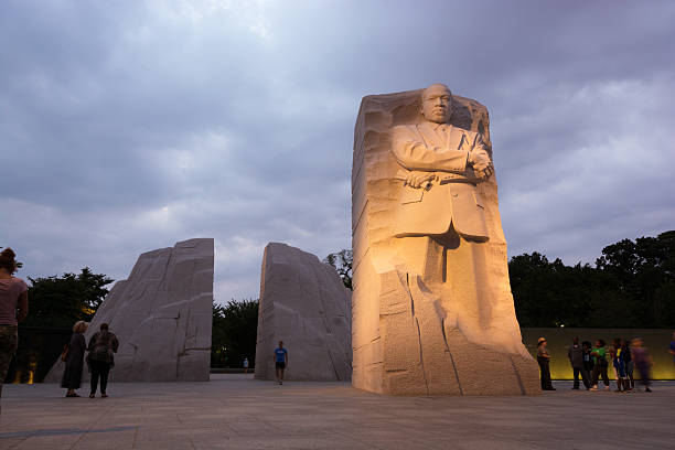 the martin luther king, jr. memorial located in washington, dc - martin luther king jr stok fotoğraflar ve resimler