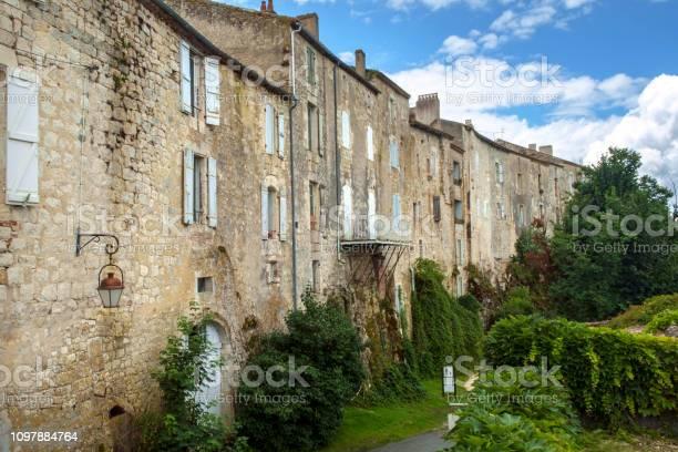 Die Massiven Mauern Der Historischen Häuser In Der Stadt Tournon Dagenais Bastide Stockfoto und mehr Bilder von Alt