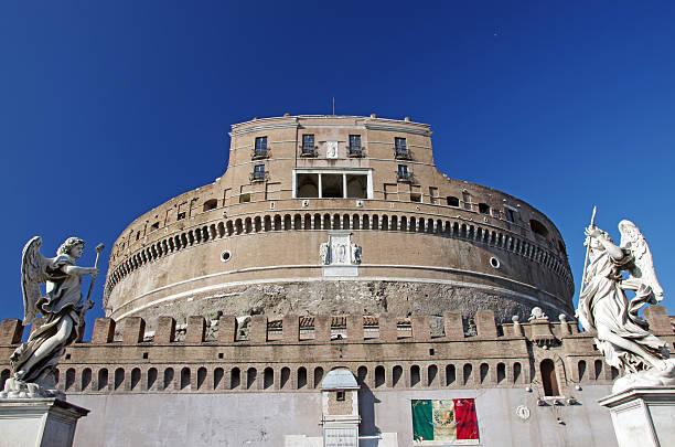 das mausoleum des hadrian in rom - hadrian's wall stock-fotos und bilder