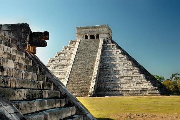complexe du temple maya de chichen itza, yucatán, mexique - imitant un animal photos et images de collection