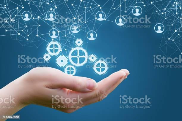Der Mechanismus In Den Händen Der Geschäftsfrau Stockfoto und mehr Bilder von Anwerber