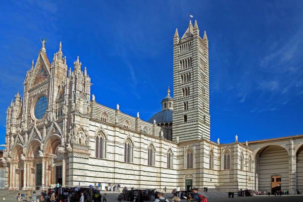 Die mittelalterliche Kathedrale di Santo Maria Assunta in Siena, Italien – Foto