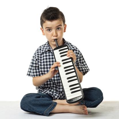 Die Melodica Kleine Jungen Stockfoto und mehr Bilder von 6-7 Jahre