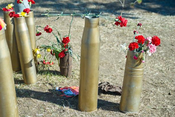 A memória da guerra, flores no dia da vitória - foto de acervo