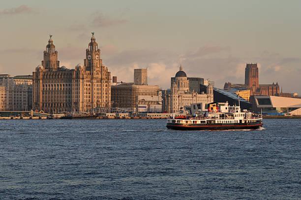 le ferry de mersey - liverpool angleterre photos et images de collection