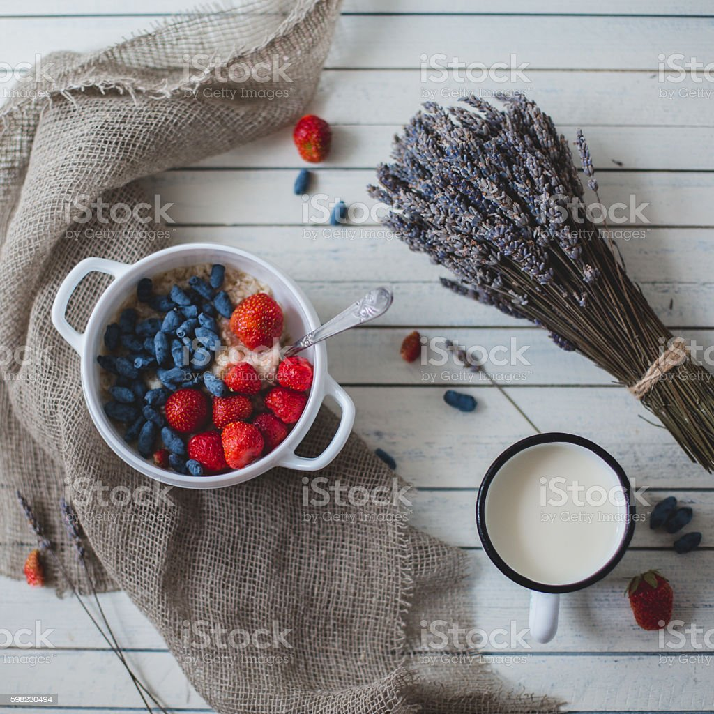 The mess in the background with berries wood. foto royalty-free