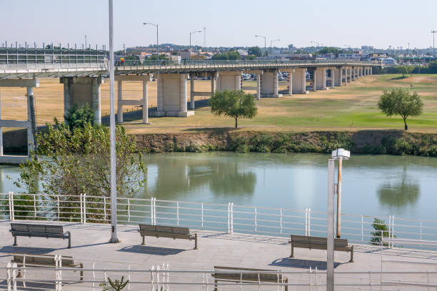 The Mexican side of the US-Mexico border between the cities of Eagle Pass and Piedras Negras Eagle Pass, Texas, USA, Sep 28 - A view of the Rio Grande river from the US Mexican side of the US-Mexican border, with the international bridge between the cities of Eagle Pass (Texas) and Piedras Negras (Mexico). On the other side of the river and a golf green, the US territory. coahuila state stock pictures, royalty-free photos & images