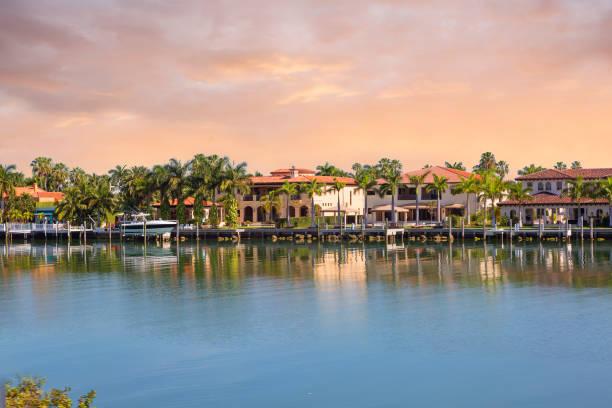 die miami waterfront. - haus in florida stock-fotos und bilder