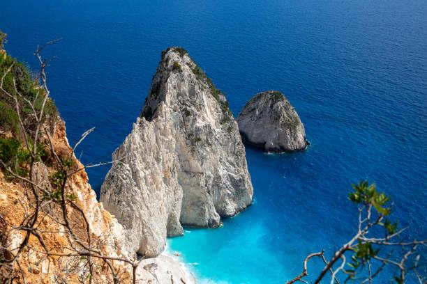 Die Mizithres, klein und groß. Erstaunliche Felsformationen auf Keri Kap, Zakynthos Insel. Griechenland – Foto
