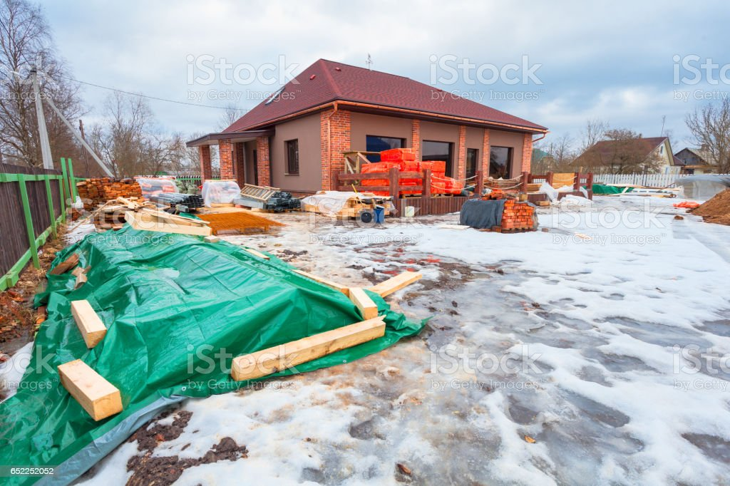 La Casa Moderna Con Terraza Está Bajo Construcción Y