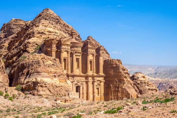 le monastère de petra - jordan photos et images de collection