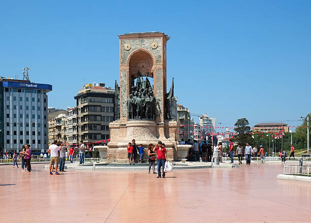 The monument of the Republic on Taksim Square, Istanbul – Foto