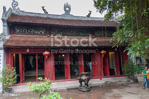 The Temple of the Jade Mountain on the Jade Islet is dedicated to Confucian and Taoist philosophers and the national hero, Trần Hưng Đạo.