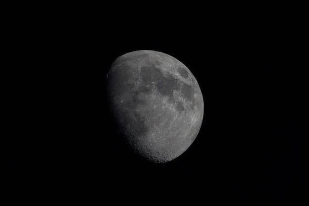 la luna - luna gibbosa foto e immagini stock