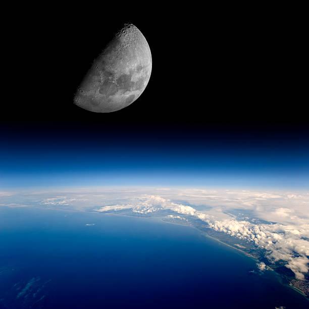 Moon erhebt sich über dem Planeten Erde. – Foto