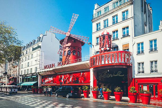 the moulin rouge in paris - montmatre utsikt bildbanksfoton och bilder