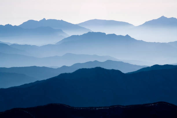 VD700 The mountain ridge 덕유산 능선의 아름다움 mountains in mist stock pictures, royalty-free photos & images