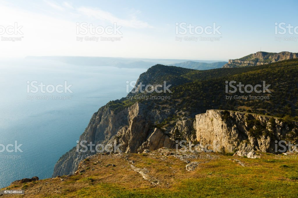 The mountains and sea scenery with blue sky beautiful landscape photo libre de droits
