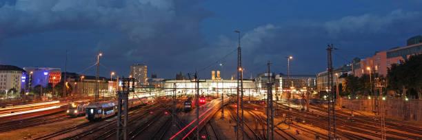 Der Münchner Hauptbahnhof am Abend – Foto