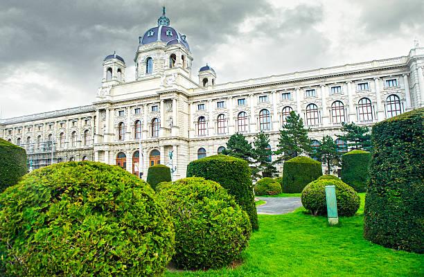das museum of art history - kunsthistorisches museum wien stock-fotos und bilder