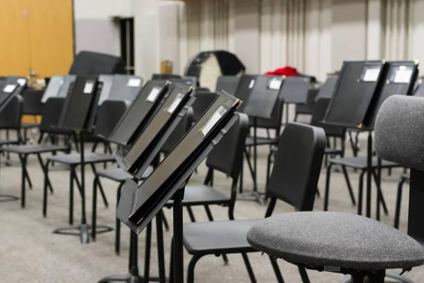 the music teacher has prepared the classroom for the next class - notenständer stock-fotos und bilder