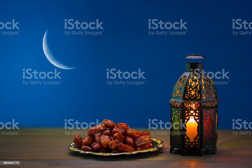 The Muslim feast of the holy month of Ramadan Kareem. Beautiful background with a shining lantern Fanus. Free space for your text. foto de stock royalty-free