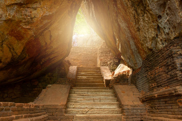 The narrow pathway to Sigiriya the UNESCO ancient fortress in Sri Lanka. The palace and fortress complex is recognized as one of the finest examples of ancient urban planning. narrow stock pictures, royalty-free photos & images