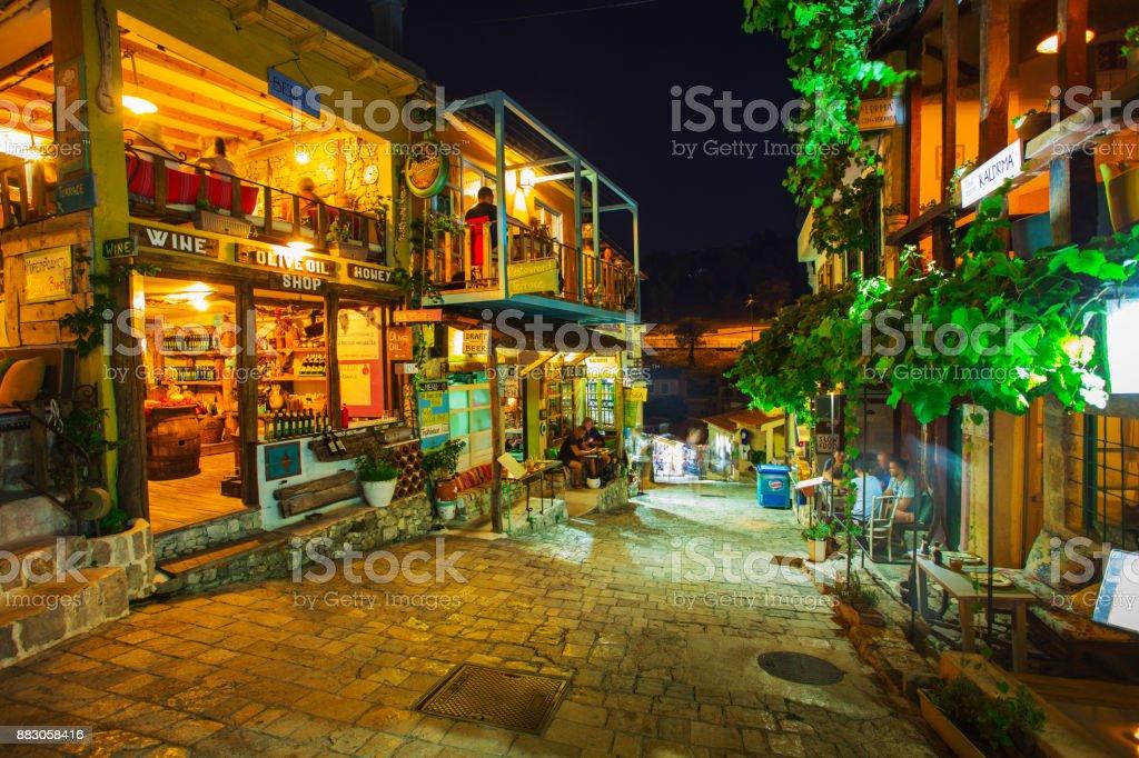 Las callejuelas de la Old Town Bar en la noche. Europa. Montenegro - foto de stock