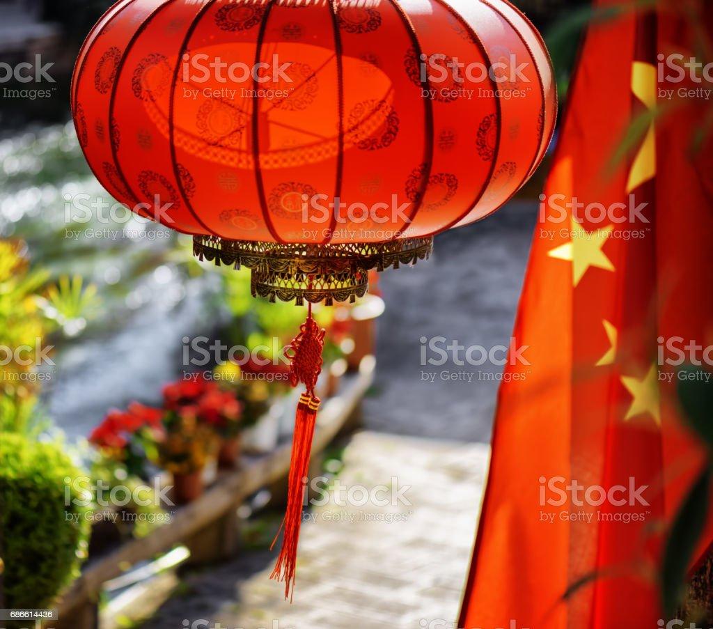Le drapeau national de la Chine et de la traditionnelle lanterne chinoise rouge photo libre de droits
