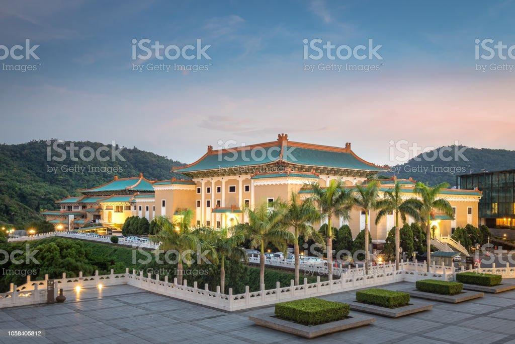 Das nationale Palastmuseum in der Nacht in Taipei City. – Foto