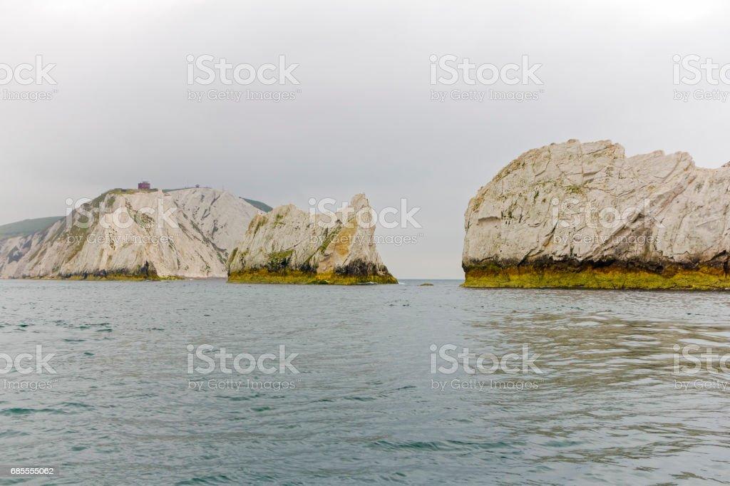 針頭岩形成和粉筆高下來考察從海上懸崖。 免版稅 stock photo