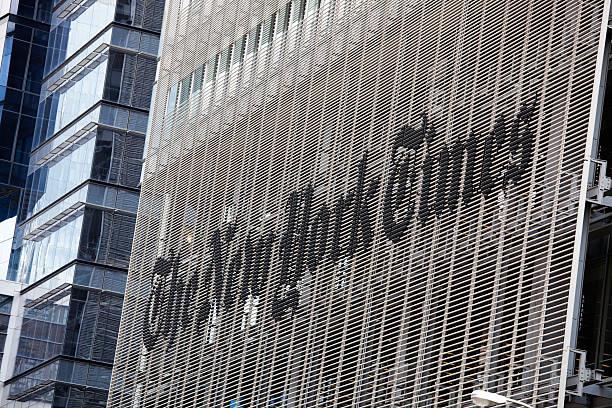 die new york times building - new york times stock-fotos und bilder