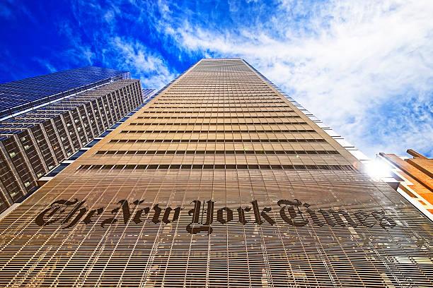the new york times daily newspaper building in midtown manhattan - new york times stock-fotos und bilder
