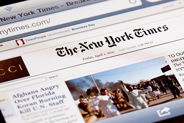 die new york times mobile edition. - new york times stock-fotos und bilder