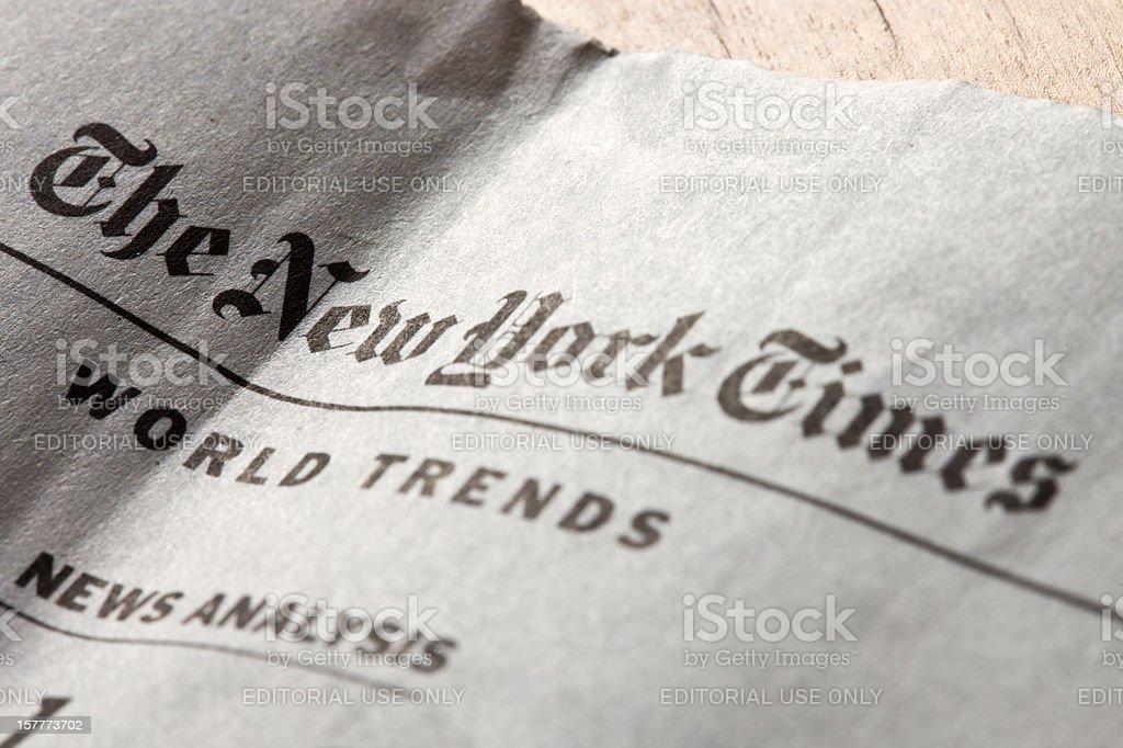 Die New York Times schreibt wöchentliche edition in Delo Zeitung – Foto