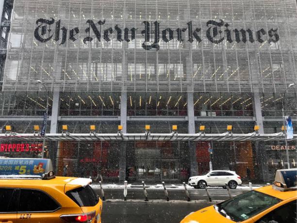 das neue yorktimes gebäude an der 8th avenue. - new york times stock-fotos und bilder