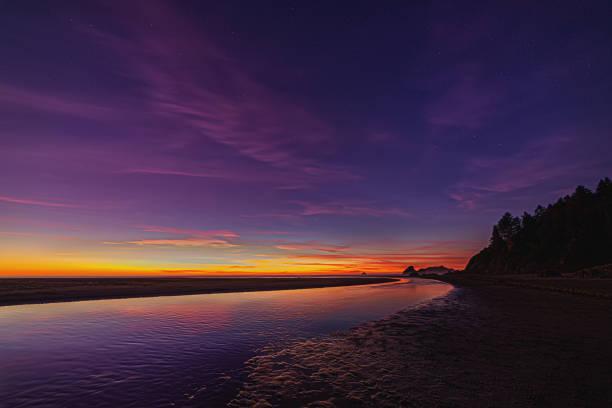 Der Nachthimmel an einem Nordkalifornien-Strand – Foto