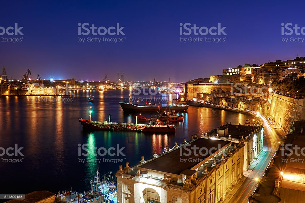 The night view of Grand Harbour with the cargo ships – Foto