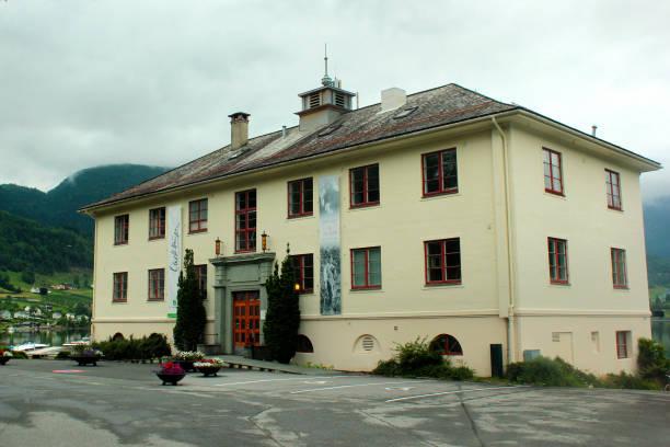 das olav hauge centre, ein museum in ulvik, norwegen - gedichte zum ruhestand stock-fotos und bilder