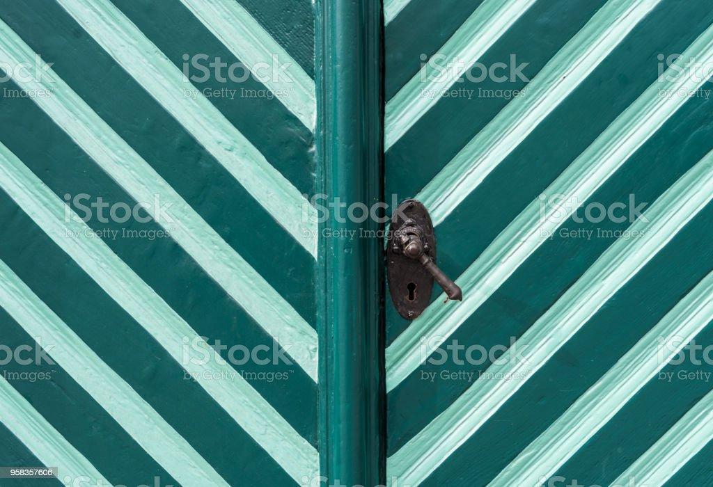 La Puerta De Madera Antigua Y Pintada En Turquesa Foto De Stock Y
