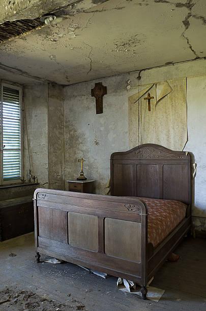 die old schlafzimmer - do it yourself hochbett stock-fotos und bilder