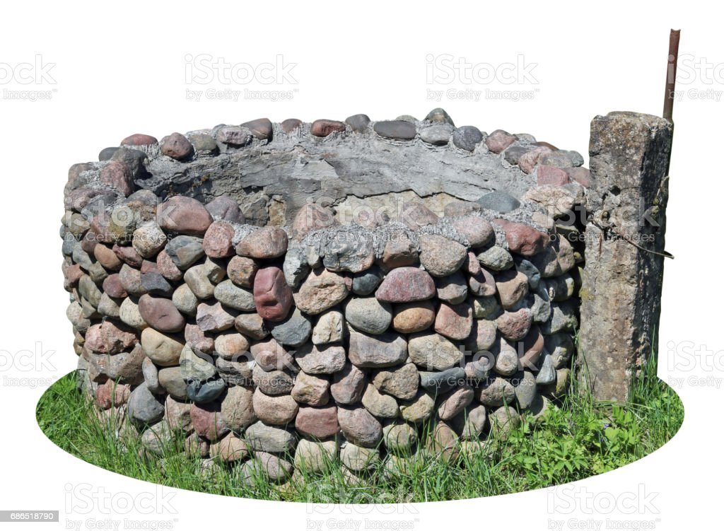 The old destroyed rural well is made of small granite cobble stones and cement. foto stock royalty-free