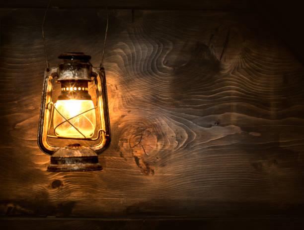old o querosene lantern - lanterna - fotografias e filmes do acervo