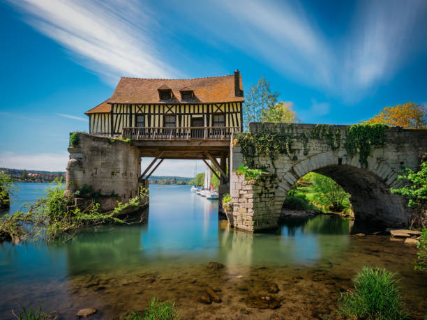 The Old mill on the broken bridge, Vernon, Normandy, France Vernon is a commune in the department of Eure in the Normandy region in northern France. normandy stock pictures, royalty-free photos & images