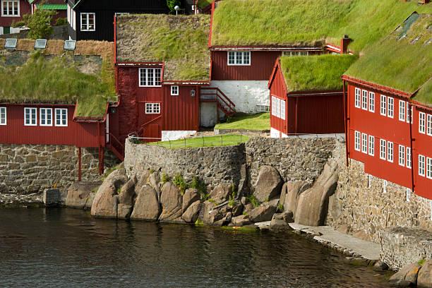 the old parliament of the faeröer islands in thorshavn - faeröer stockfoto's en -beelden
