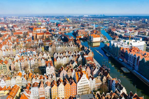 de oude binnenstad van gdansk - polen stockfoto's en -beelden