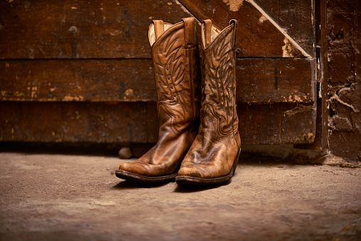 Shot of a pair of cowboy boots in a barnhttp://195.154.178.81/DATA/i_collage/pi/shoots/783330.jpg